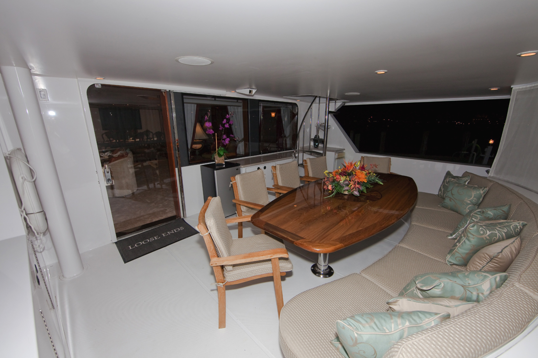 Yacht LOOSE ENDS -  Aft Deck Dining