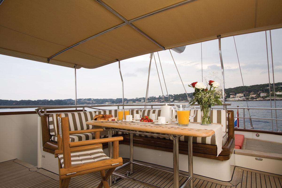 Yacht MARFLOW - Deck Details