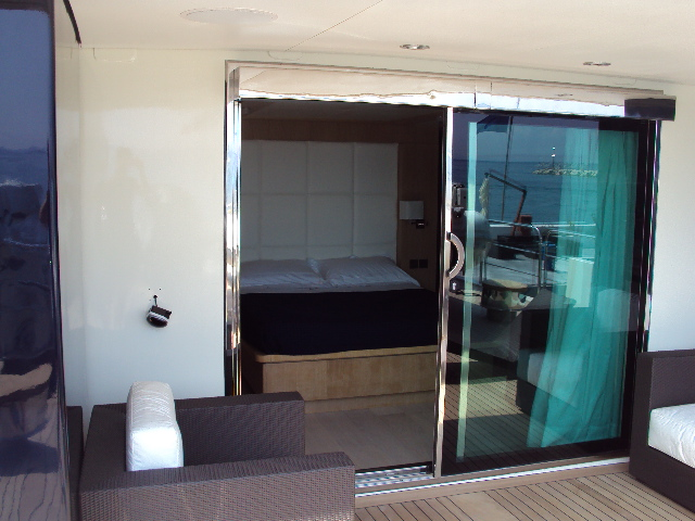 Yacht MASTIFF -  Master Cabin with private deck