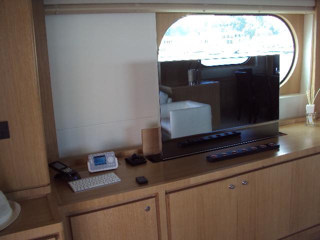 Yacht MASTIFF -  Salon TV