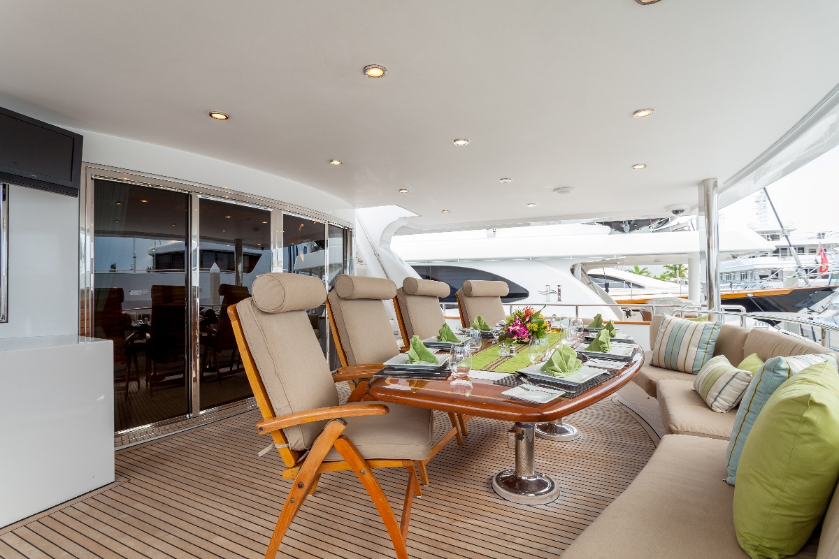 Yacht MIRACLE - Aft Deck Dining