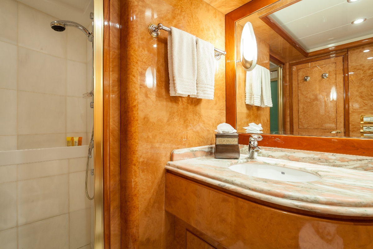 Yacht MIRACLE - Guest Ensuite