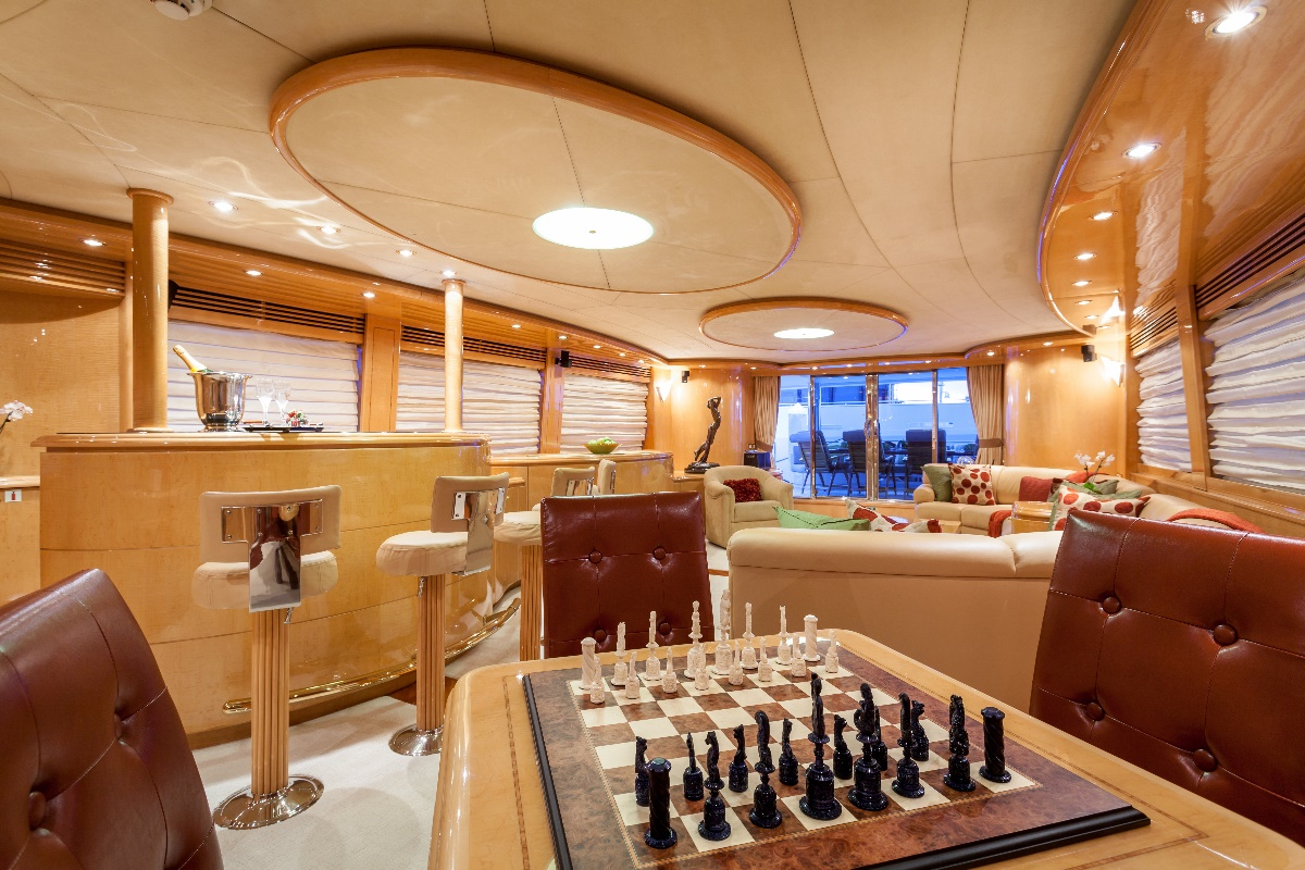 Yacht MIRACLE - Main Salon Games Table