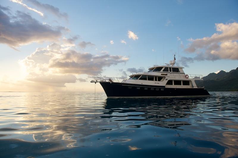 Yacht MISS KULANI -  At Sunset