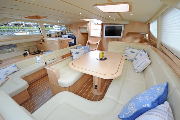 Yacht MORE MAGIC -  Salon
