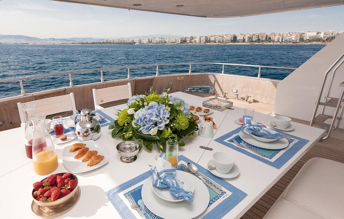 Yacht MY WAY - Aft Deck Al Fresco Dining