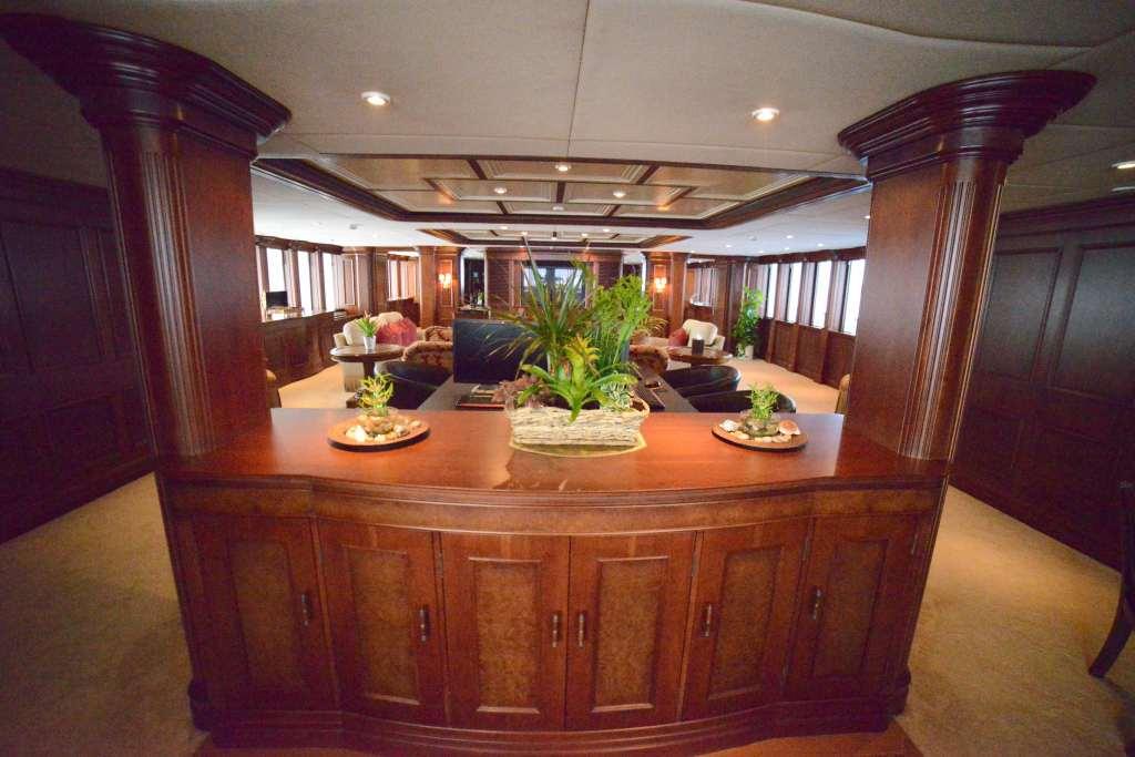 Yacht NOMAD - Main Salon Entrance