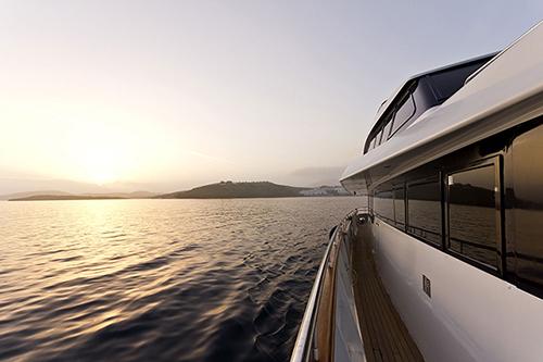 Yacht NOMI -  Side Deck