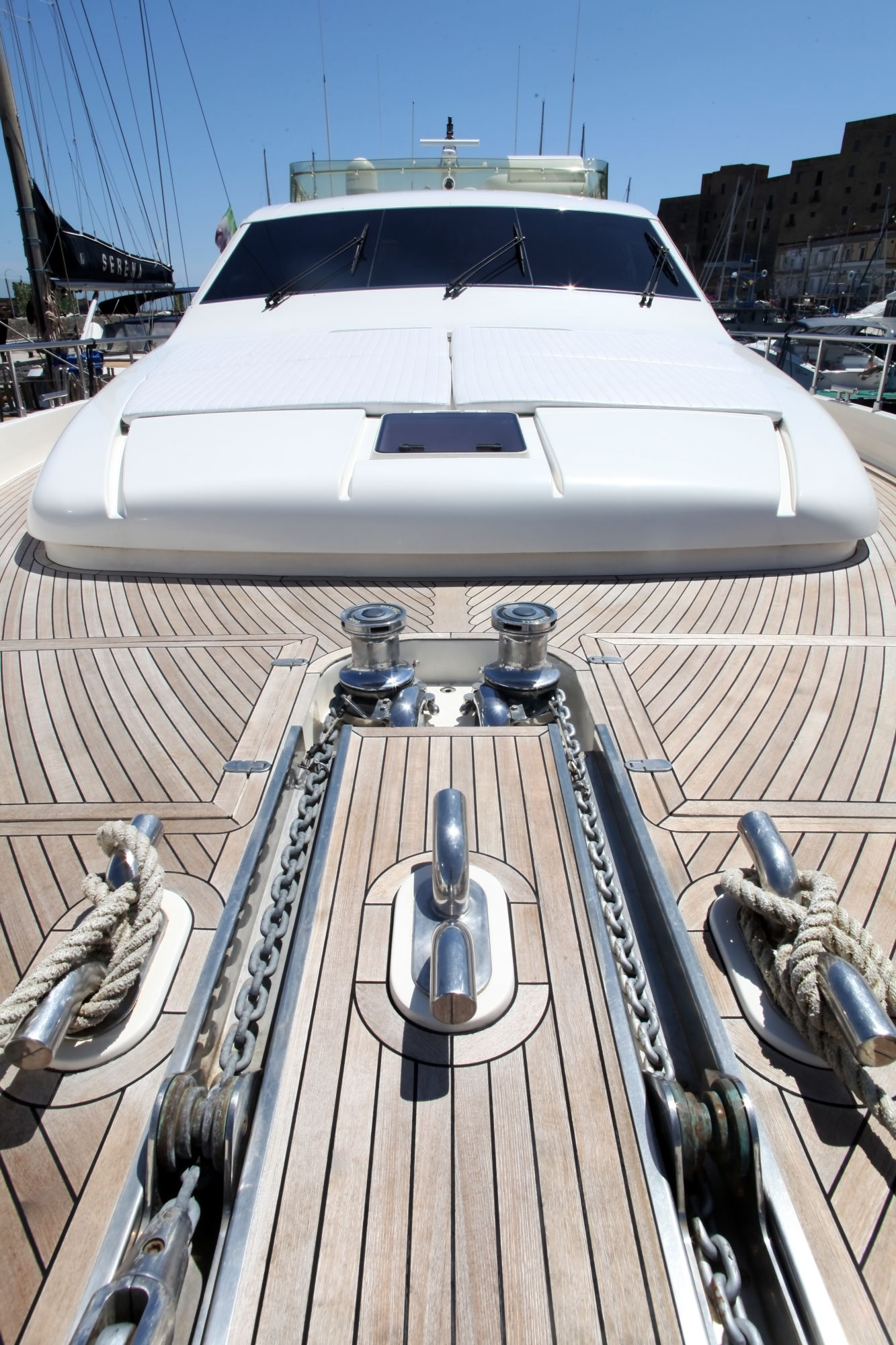 Yacht PAMPERO -  Foredeck