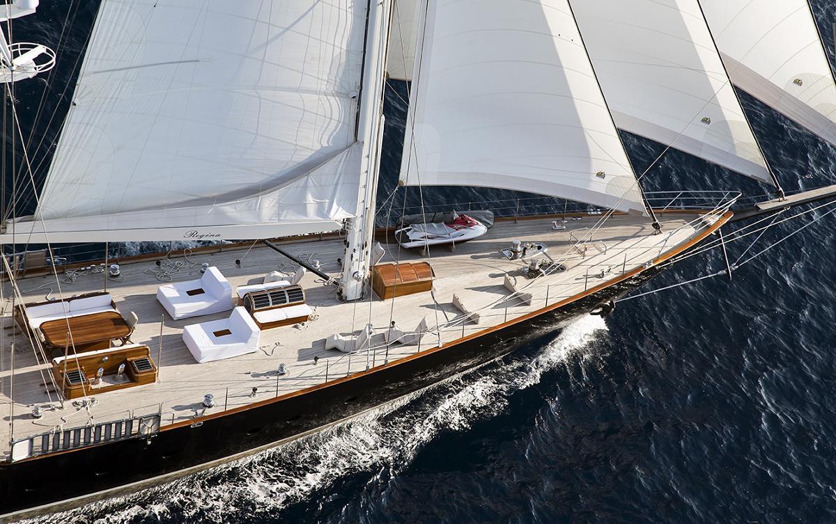 Yacht REGINA -  Foredeck while Sailing