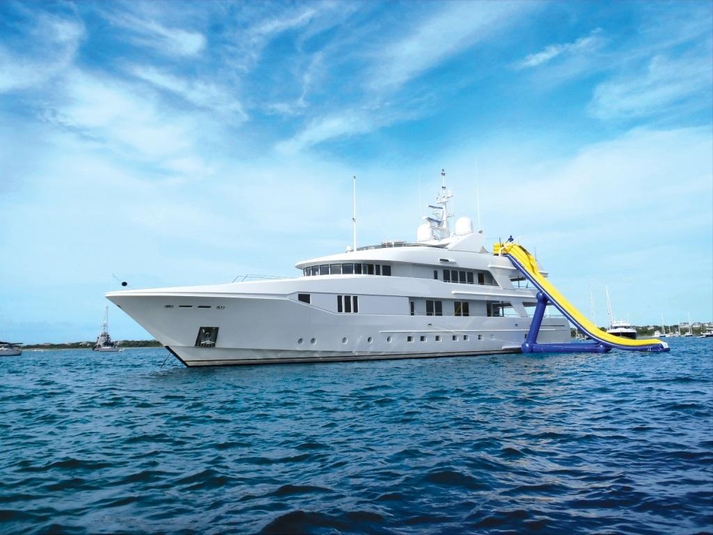 Yacht RHINO -  Water Slide