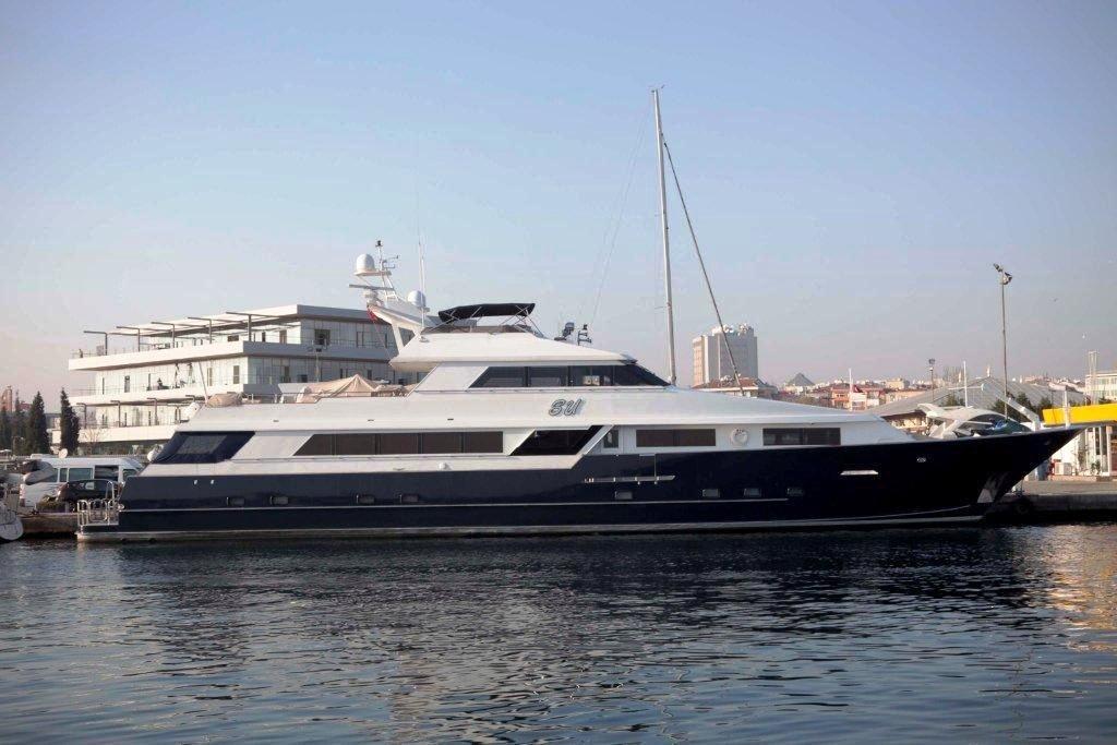 Yacht S & U -  Main