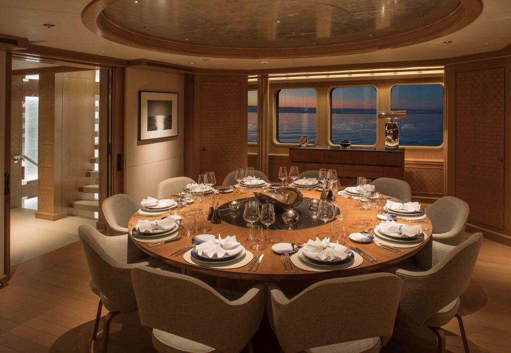 Yacht SAMADHI - Formal dining