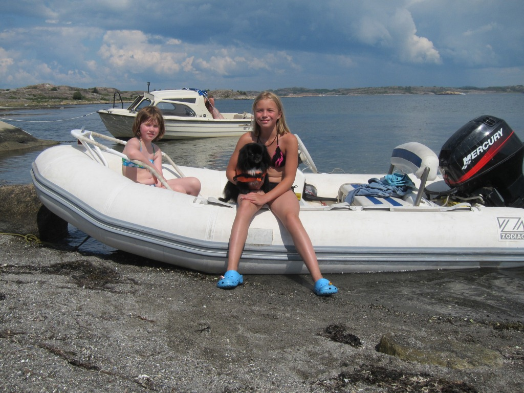 Yacht SEA DREAM -  On the Beach witht the tender