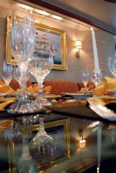 Yacht SERENGETI - Dining Detail