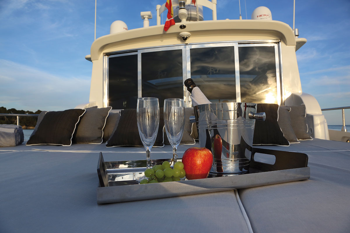 Yacht SERENITY ATLANTIC -  At Deck Sunpads