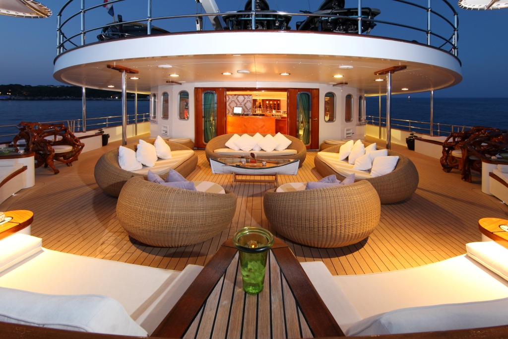 Yacht SHERAKHAN - Bridge Deck