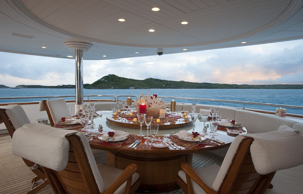 Yacht STARFIRE -  Aft Deck Dining