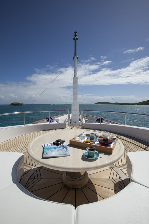 Yacht STARFIRE -  Foredeck Seating