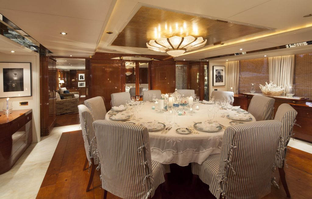 Yacht STARFIRE -  Formal Dining
