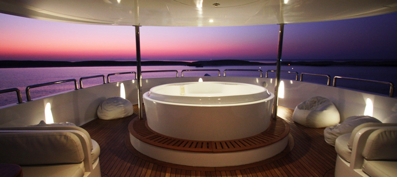 Yacht Seven Spices -Sundeck Spa Pool
