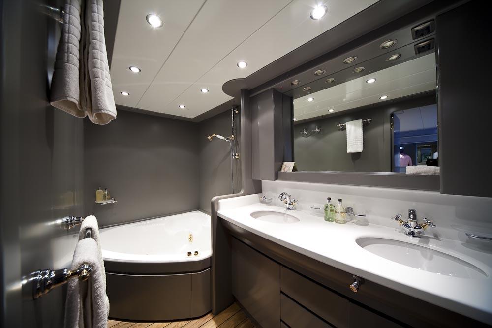 Yacht TALILA -  Master Bathroom