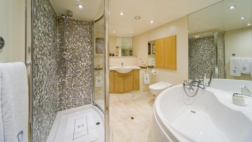 Yacht TITAN -  Guest Bathroom