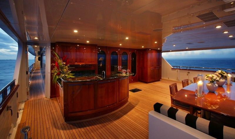 Yacht TOP FIVE -  Aft Deck
