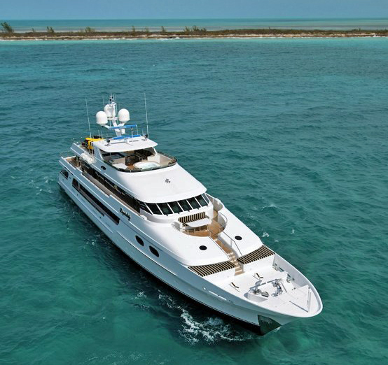 Yacht TOP FIVE -  Front View
