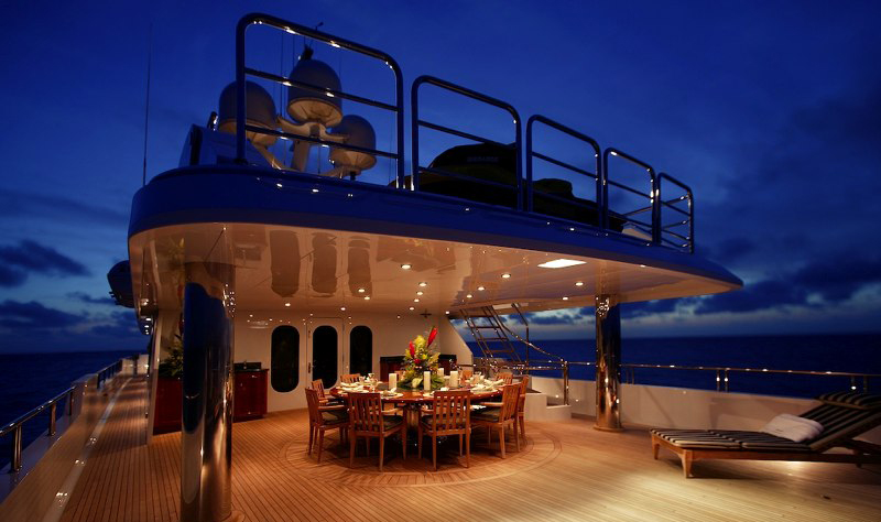 Yacht TOP FIVE -  Upper Deck Aft