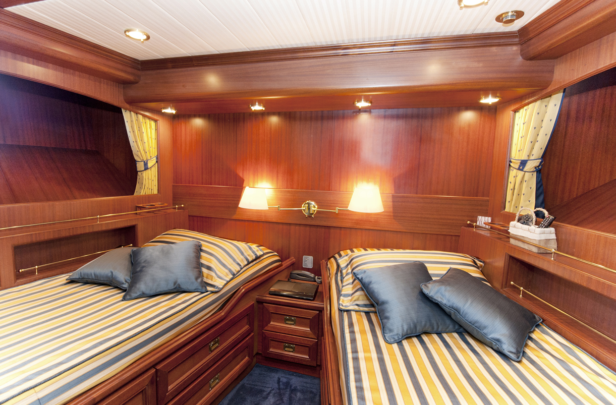 Yacht WOLF TWO -  Twin Cabin