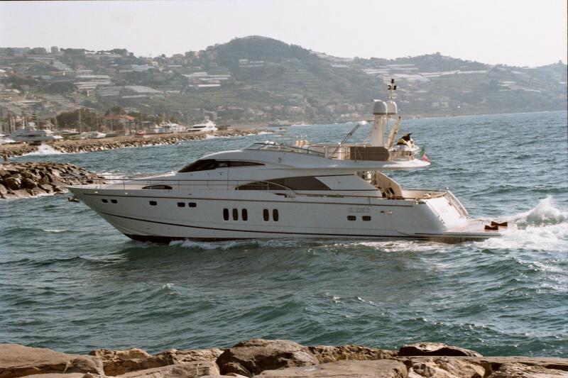 Yacht XCHE -  Main