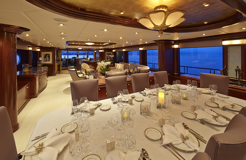 Yacht ZOOM ZOOM ZOOM -   Dining and Salon