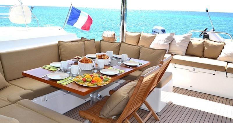 ZYLKENE - Aft deck dining