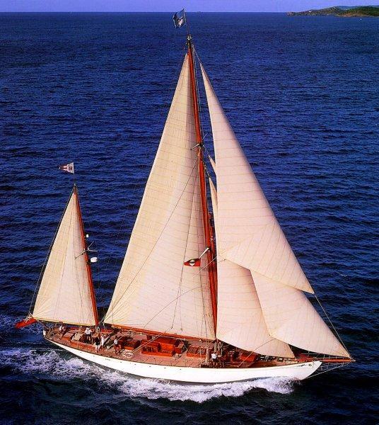 sailing yacht belle aventure winner of professionally. Black Bedroom Furniture Sets. Home Design Ideas