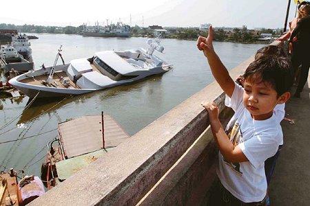 Luxury 60m superyacht sinks in the Tha Chin River, Thailand - Photo Credit Chanat Katanyu / Bangkok Post