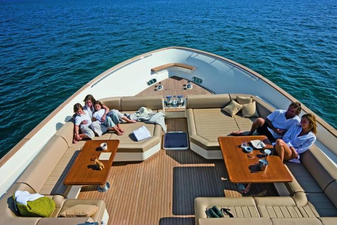 Mochi Craft Long Range 23 Motor yacht Bow Lounge