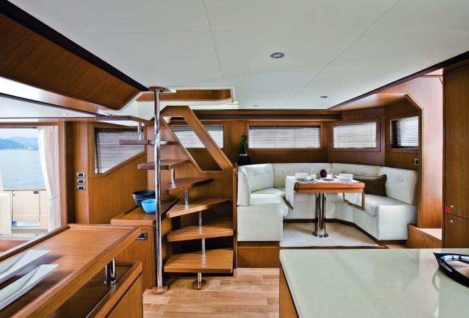 Mochi Craft Long Range 23 Motor yacht Dinette