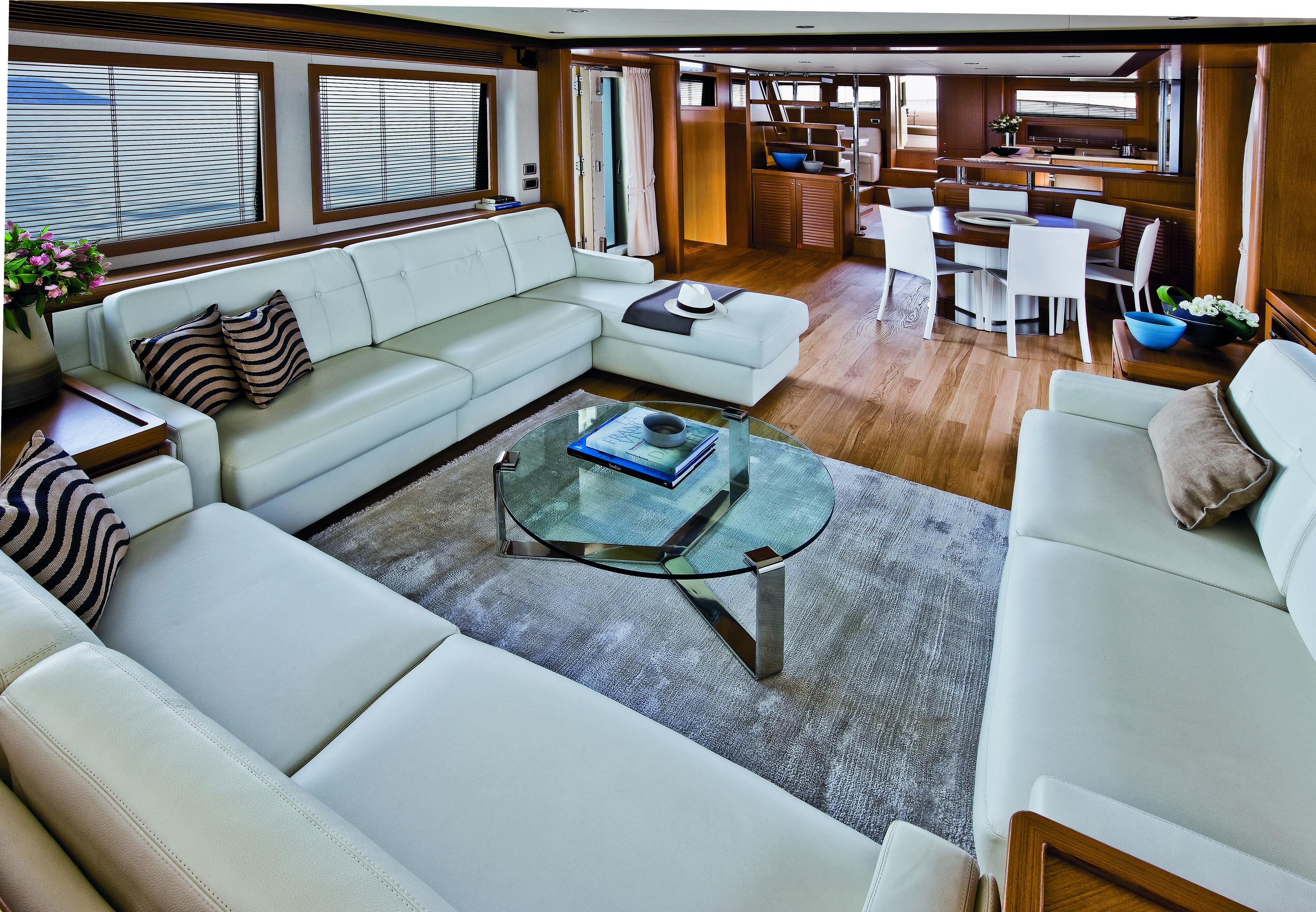 Mochi Craft Long Range 23 Motor yacht Salon