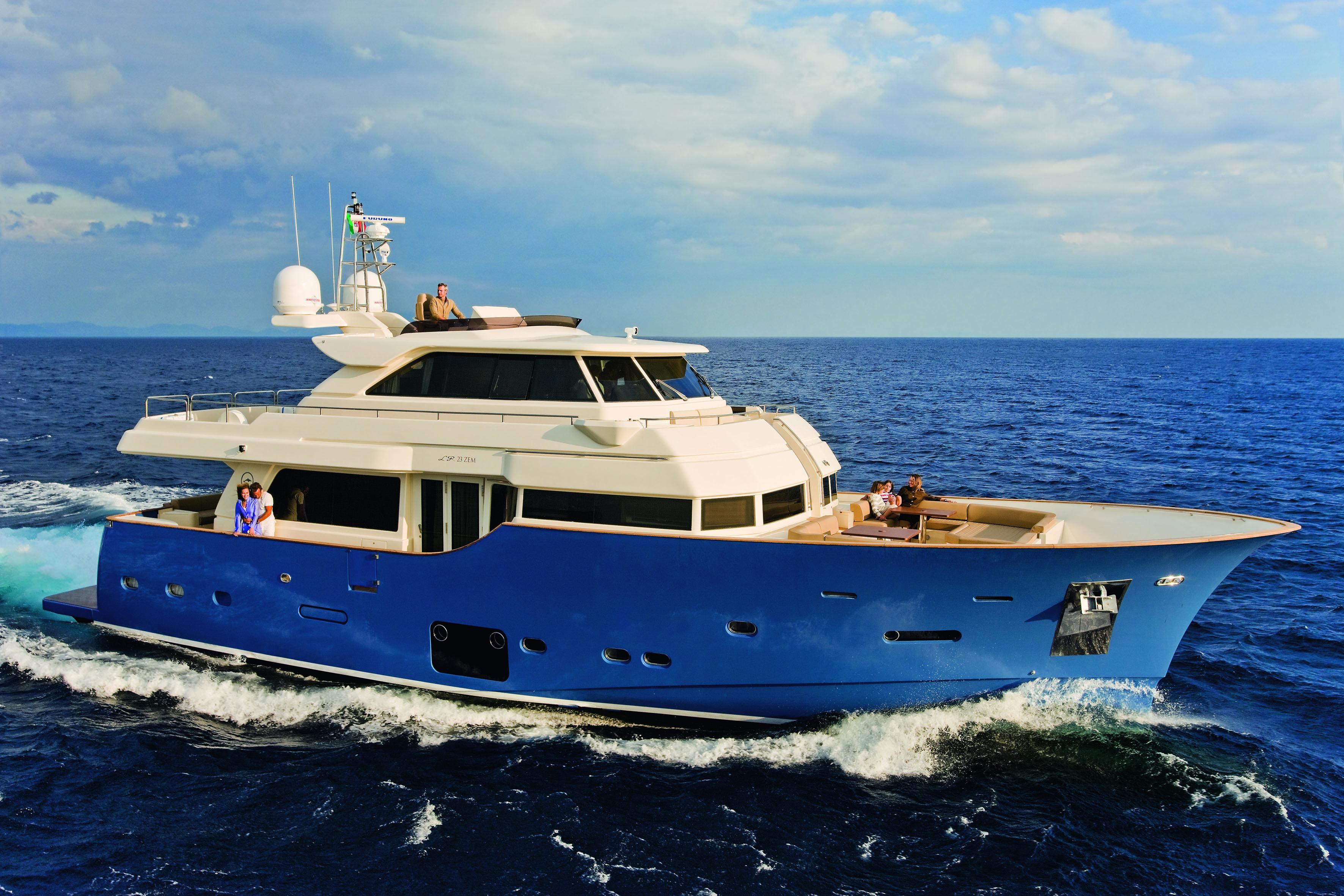 Mochi Craft Long Range 23 Motor yacht Winner of the UIM Environmental Award.