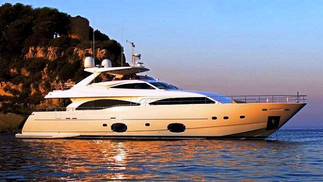 Ferretti Custom Line 97 motor yacht Casta Diva preparing to launch