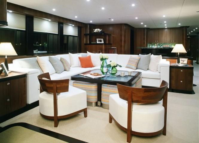 Horizon EP105 Motor Yacht Salon – A Long Range Explorer