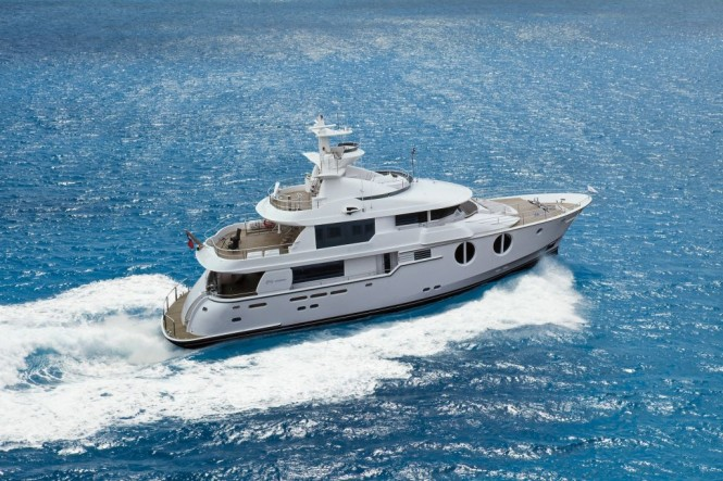Horizon EP105 Motor Yacht Underway – A Long Range Explorer