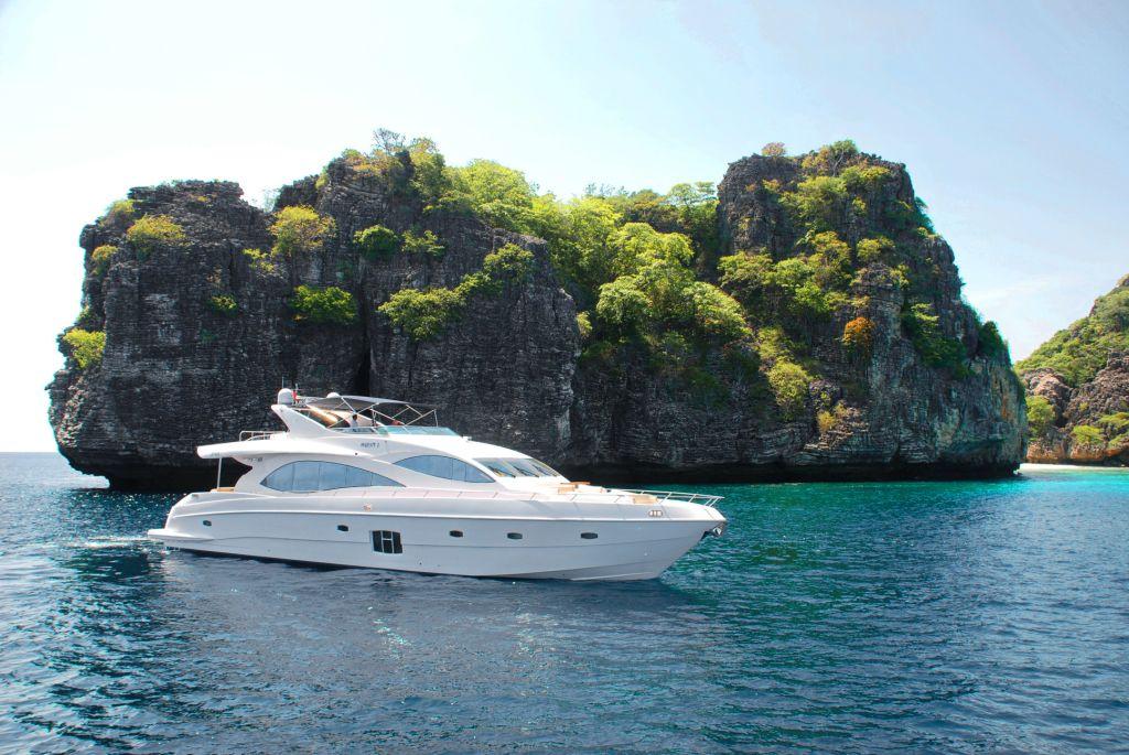 Gulf Craft sells Majesty 88 motor yacht at the Singapore Yacht Show.