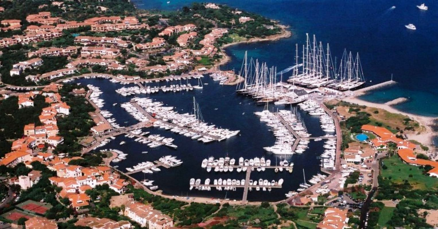 Archedwindowblinds as well Superyachts Moored In Porto Rotondo In Sardinia likewise Amber Valletta 2 in addition United States likewise Bodrum 2. on luxury yacht interior design