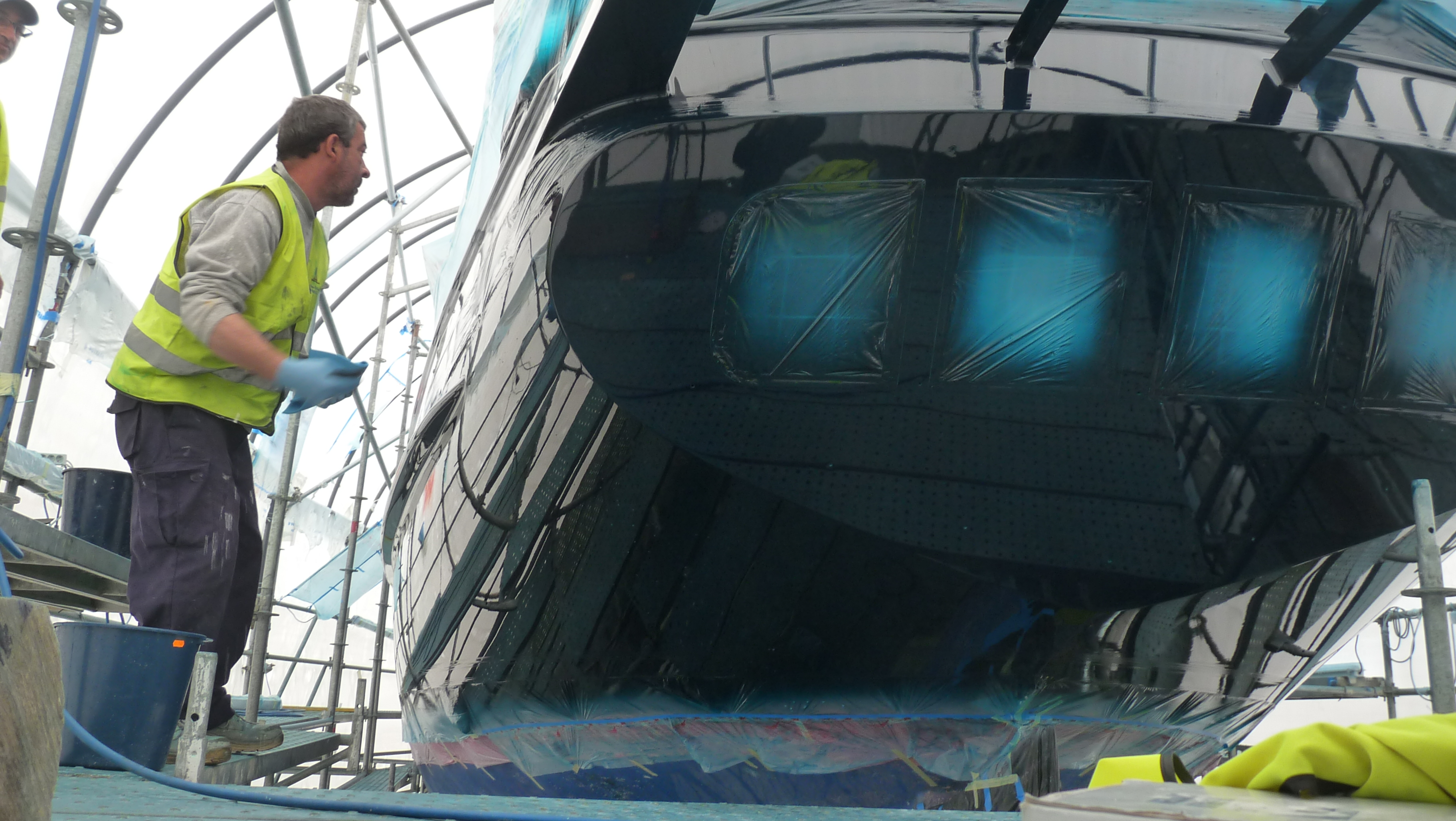 Jongert sailing yacht Baltic Dreams receives paint at Varadero Valencia