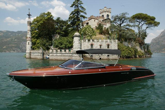 The Aquariva Cento motor yacht, designed by Officina Italiana Design