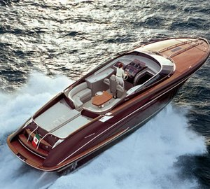 Riva´s ISEO and AQUARAMA yacht tenders in two important international  events in December c9de5571537