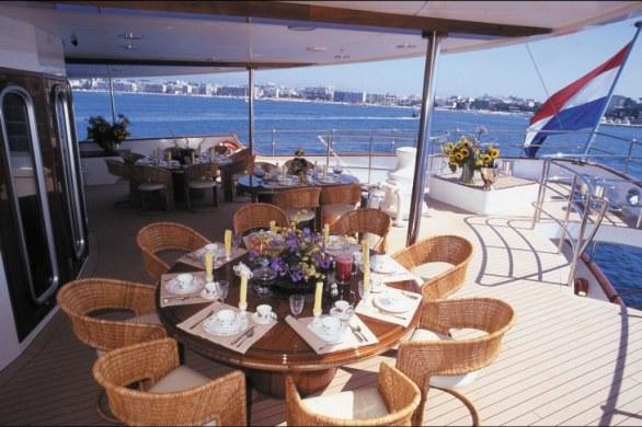 Al fresco dining aboard Sherakhan superyacht