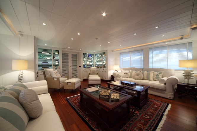 Luxury motor yacht Lady Trudy - Main Saloon